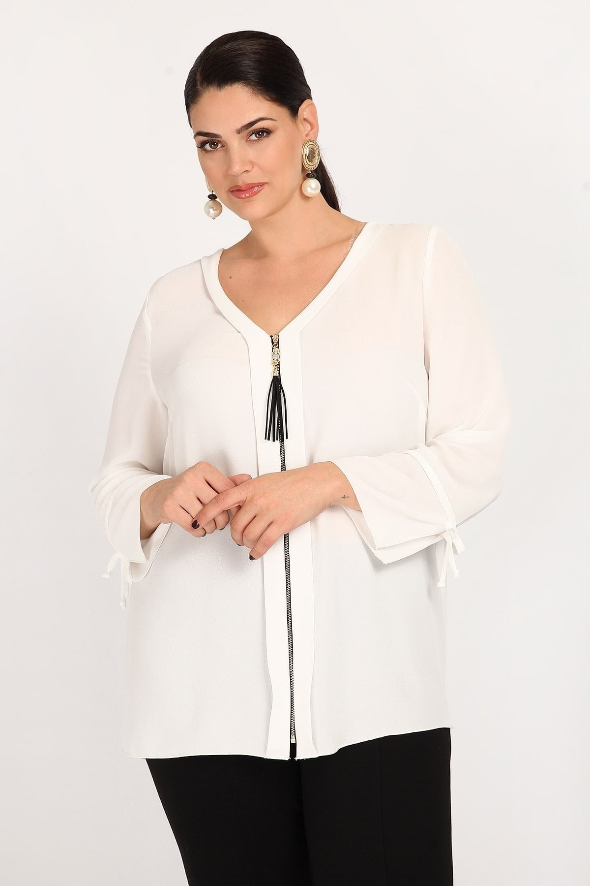 Shirt with zip and tassel
