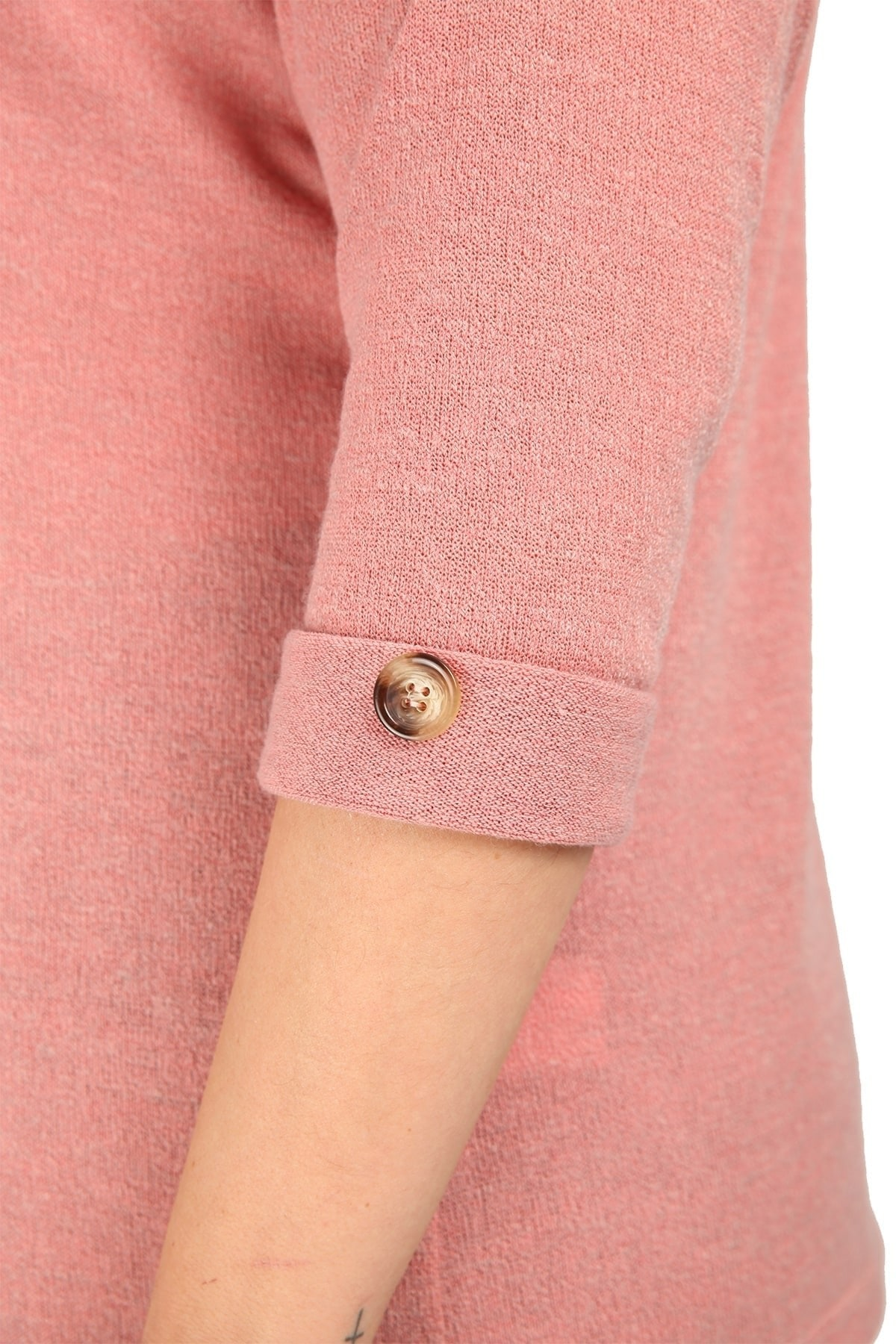 Knit blouse and cuffs with button