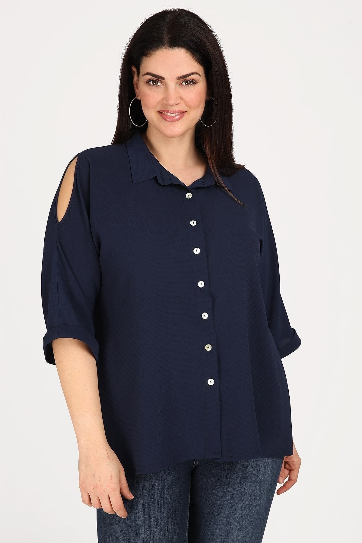 Crepe shirt with cold-shoulders