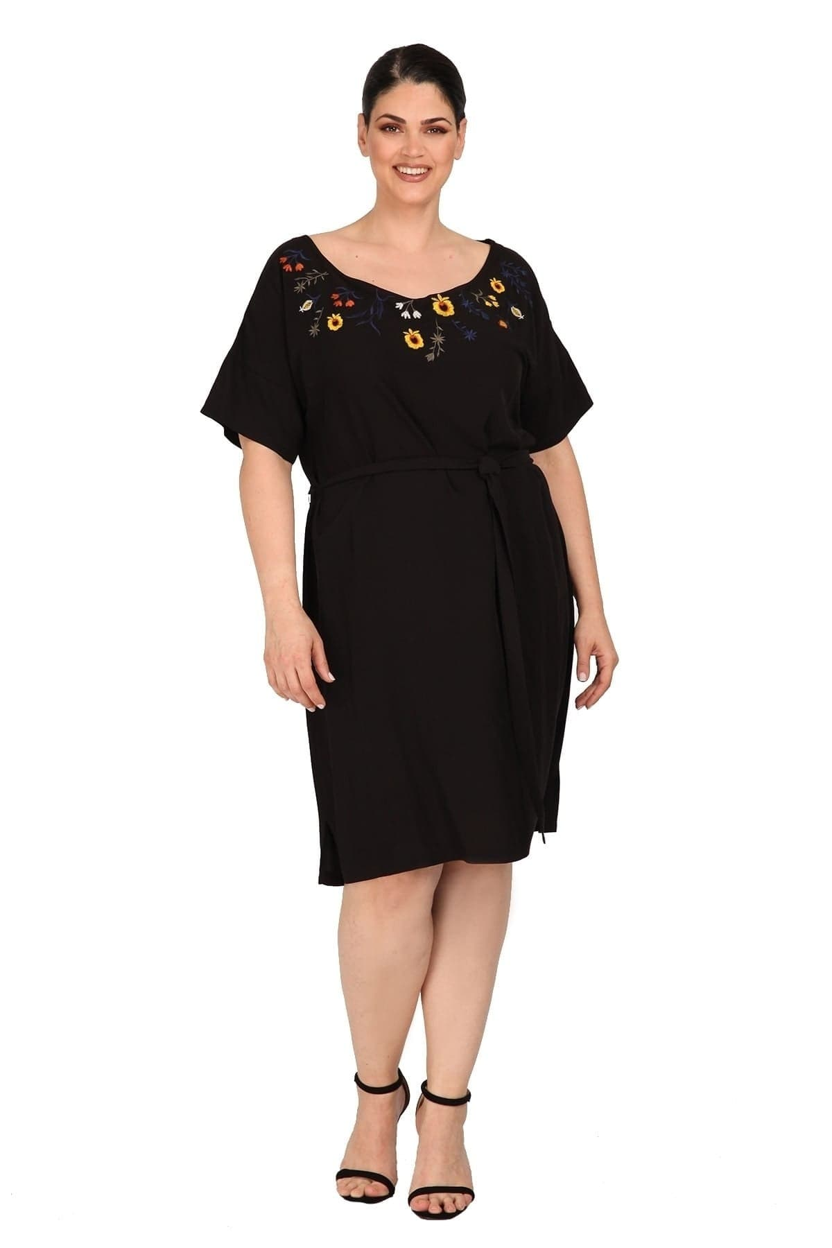 Dress with embroidery flowers