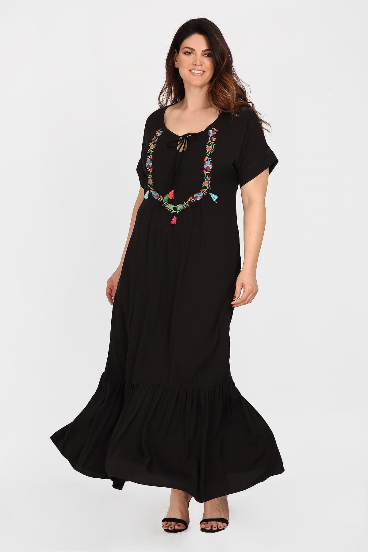Maxi dress with embroidery flowers and tassels