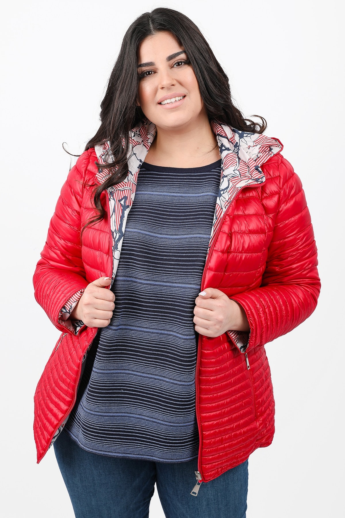 Quilted jacket with elastic sides
