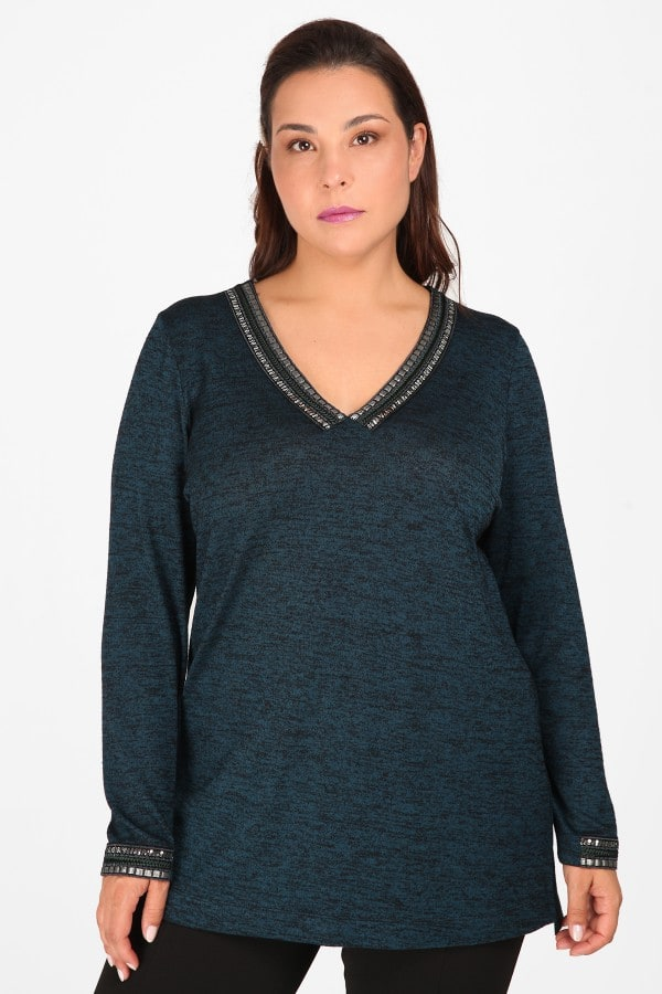 Knit melange blouse with strass on the V and sleeves