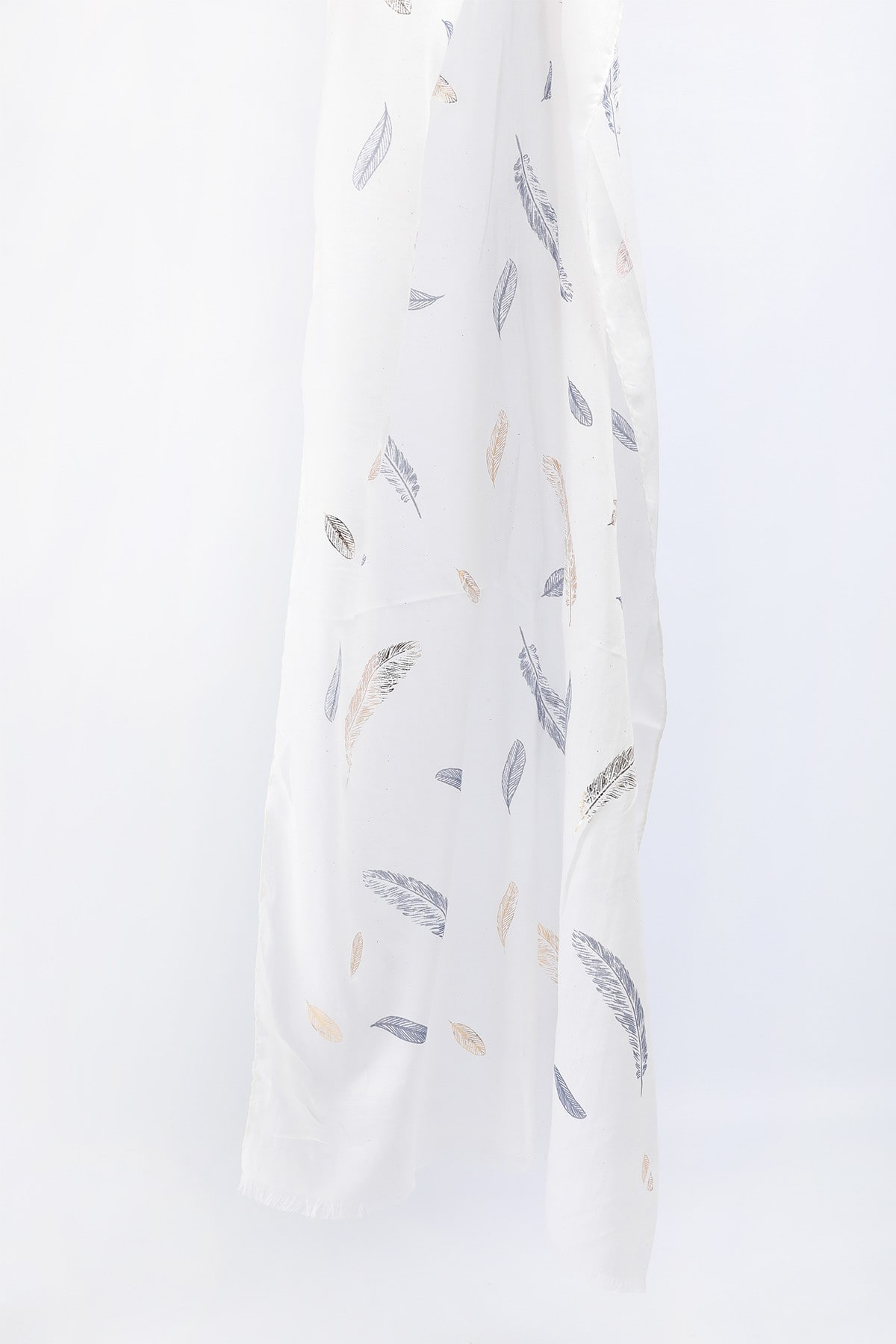 Scarf with feathers and foil print