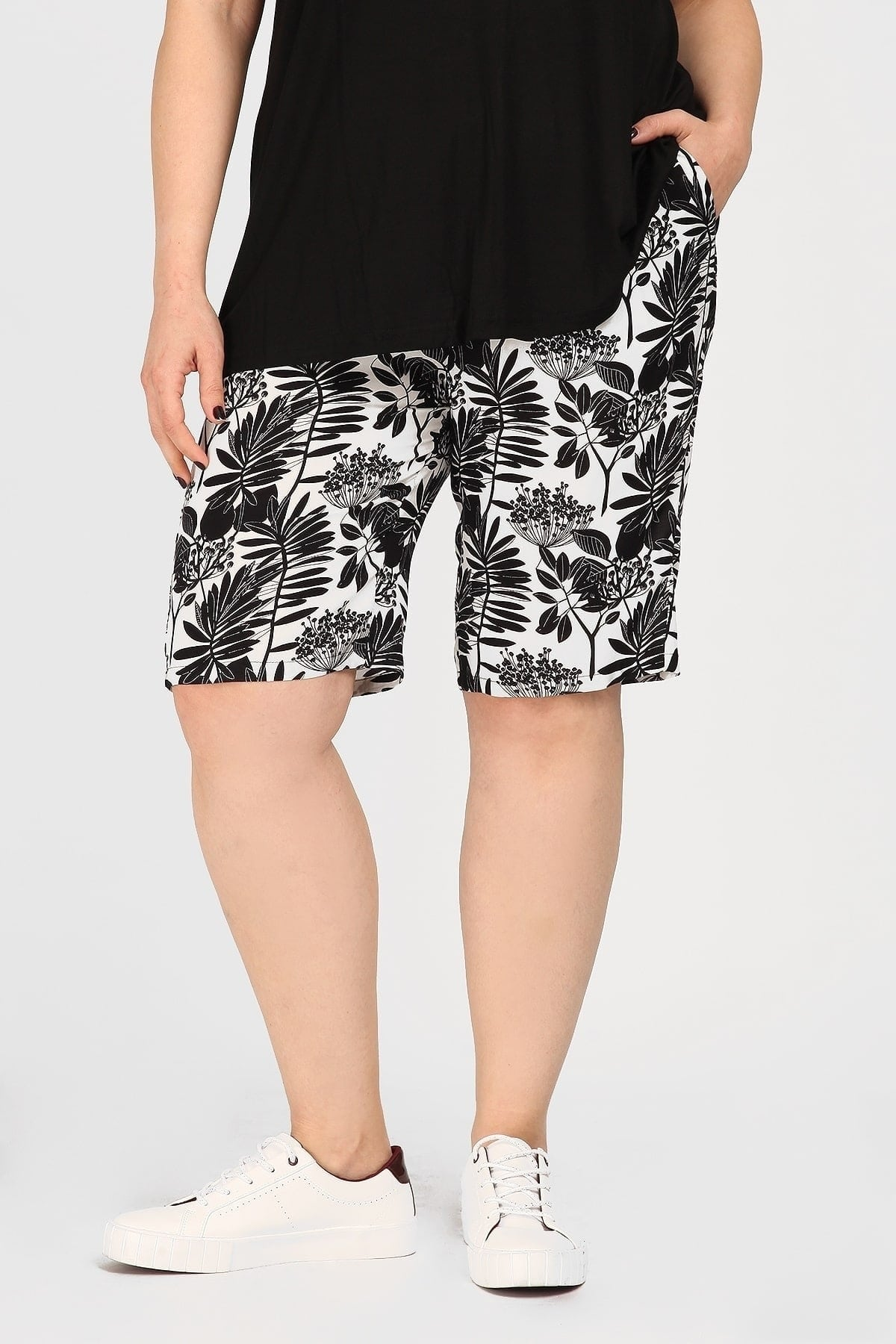Floral bermuda shorts from viscose