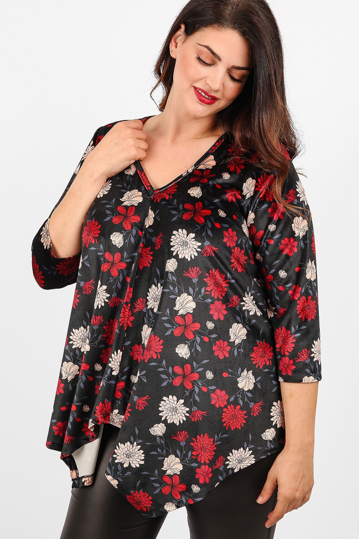 Velveteen floral blouse with asymetrical pointy hems