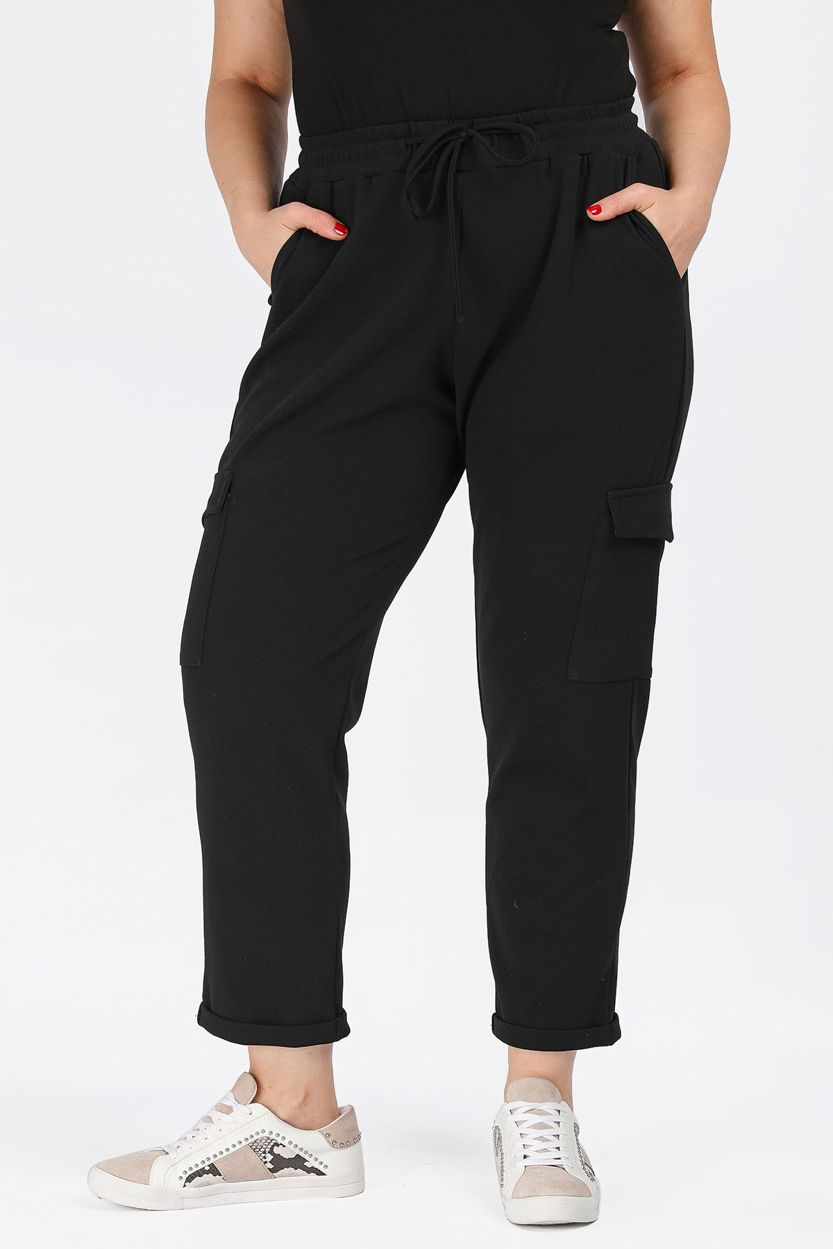 Trousers in cargo style