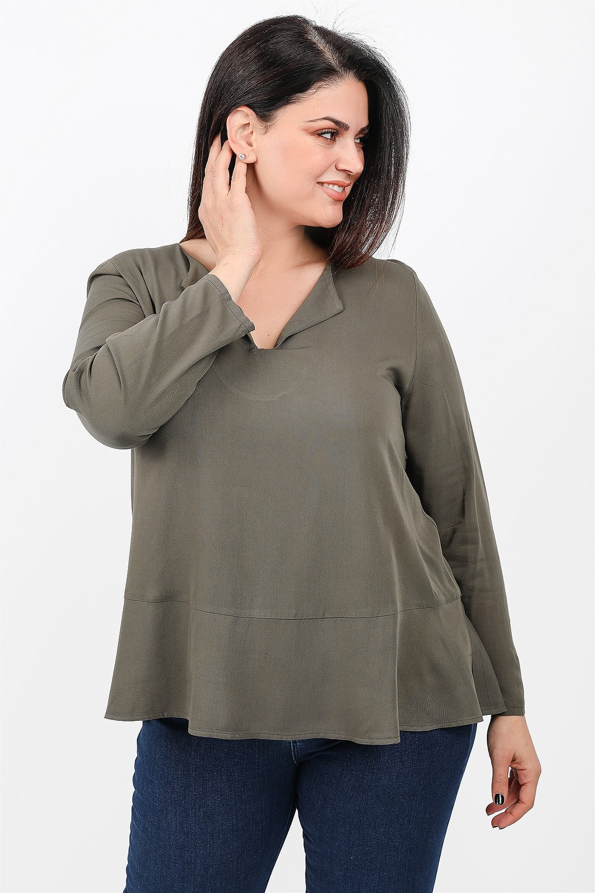 Blouse with skater hem and colar neck
