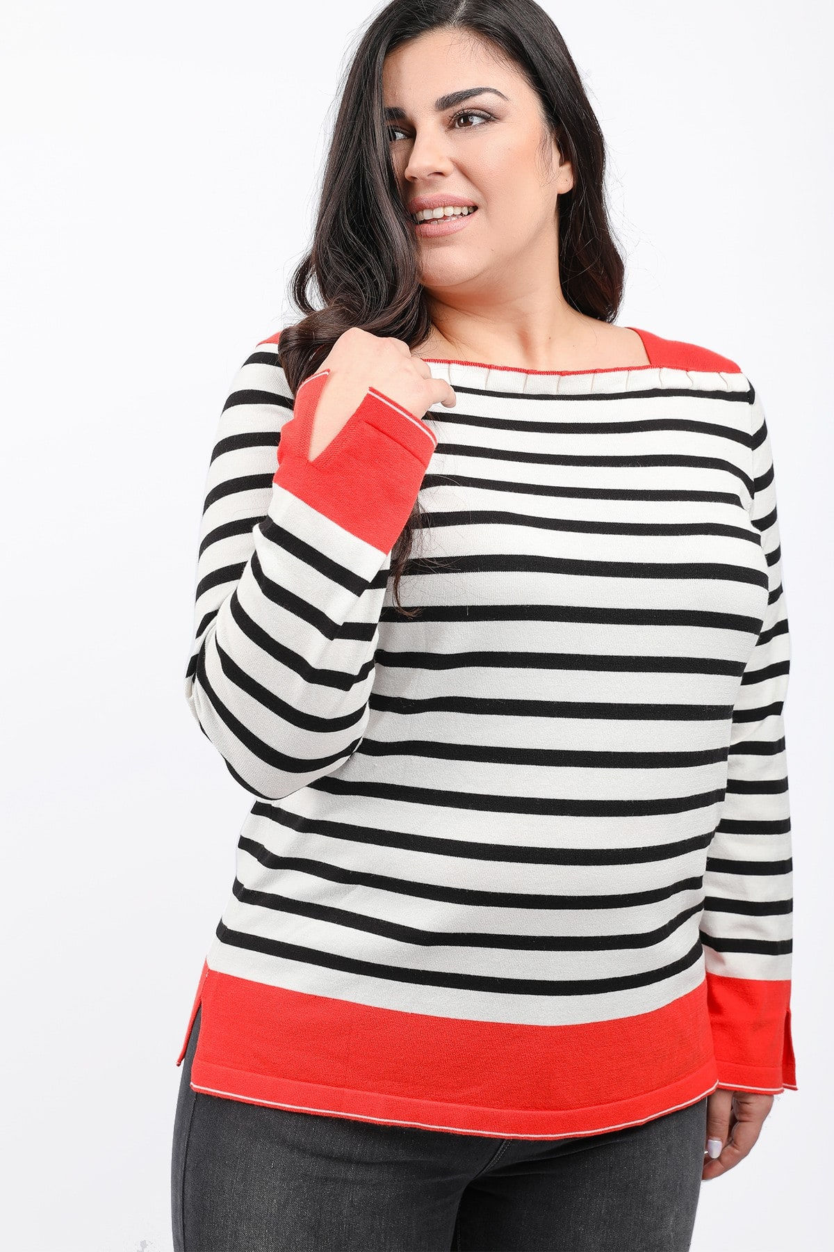Stripe knit blouse with ruffles on the neck