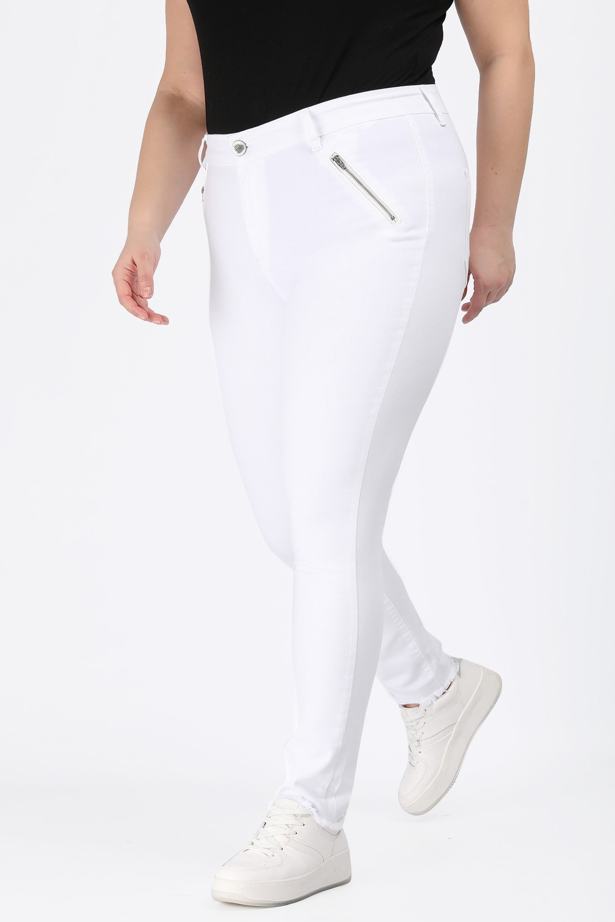 White skinny fit jeans with raw edges