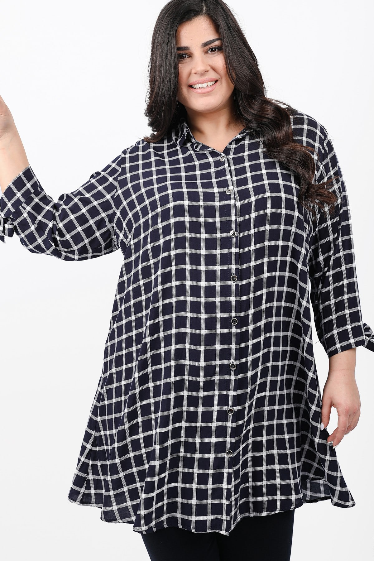 Checkered shirtblouse with ties on the sleeves