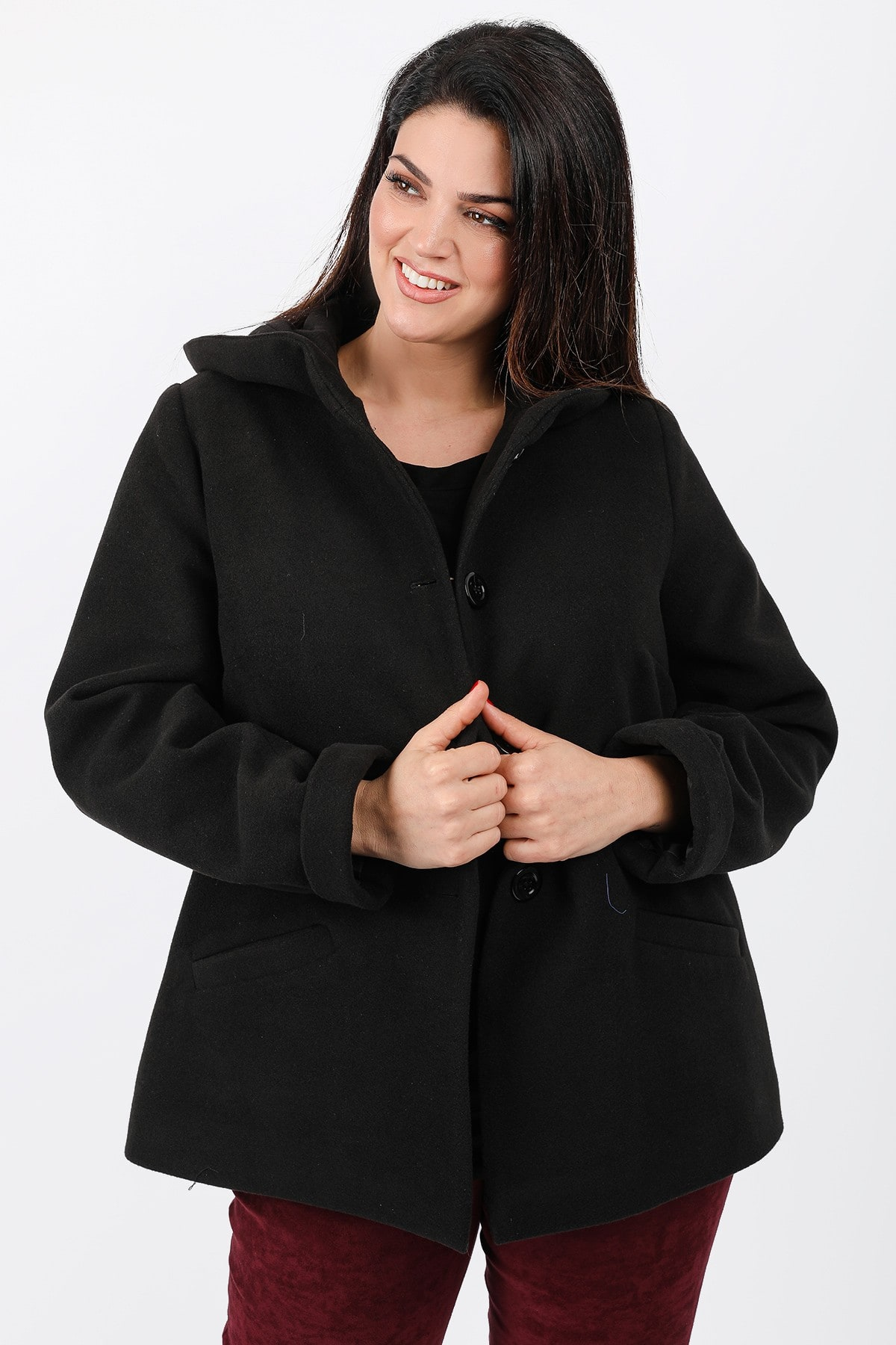 Hooded coat with buttons
