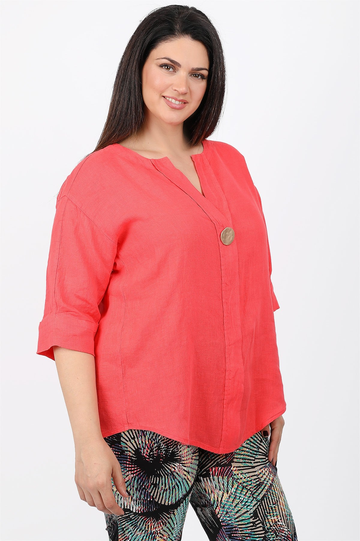 Linen blouse with button
