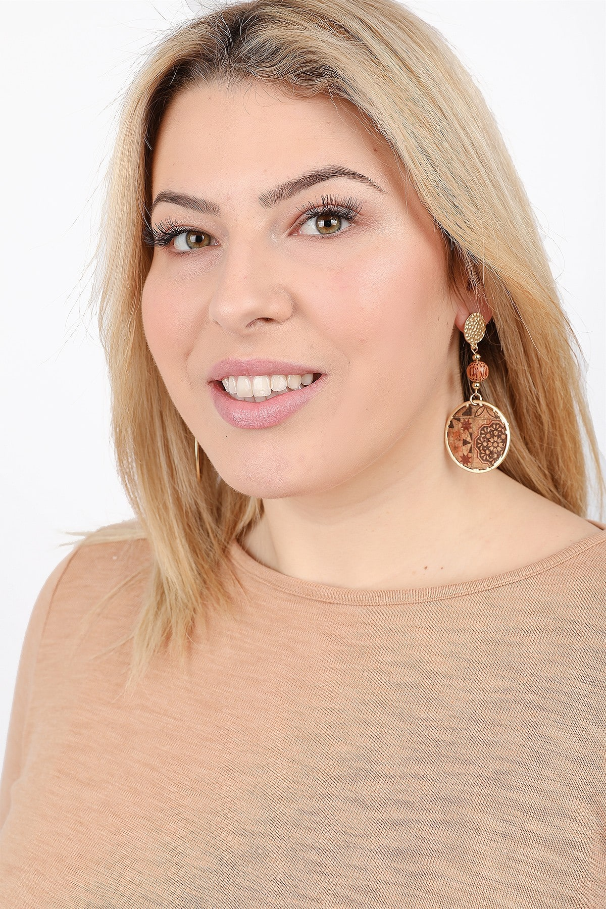 Earrings with ball and round print cork