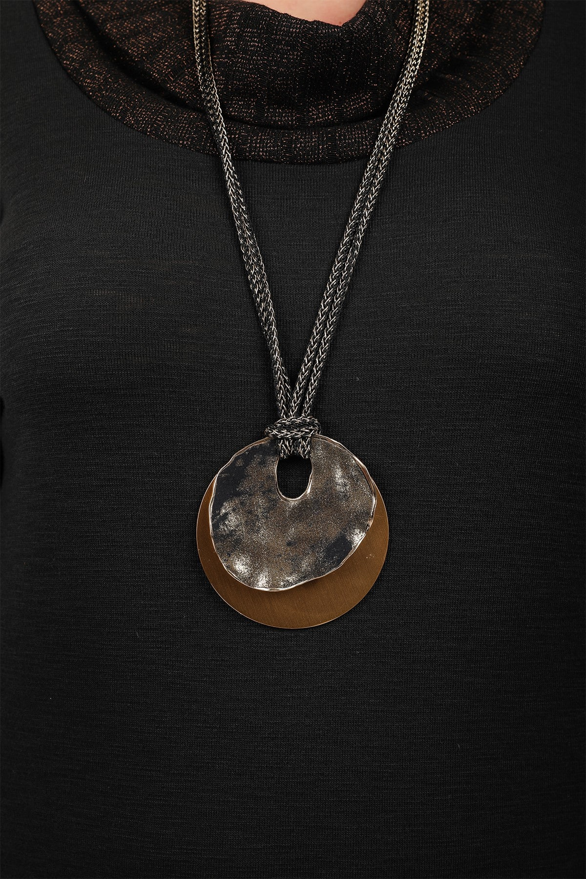 Long necklace with circles