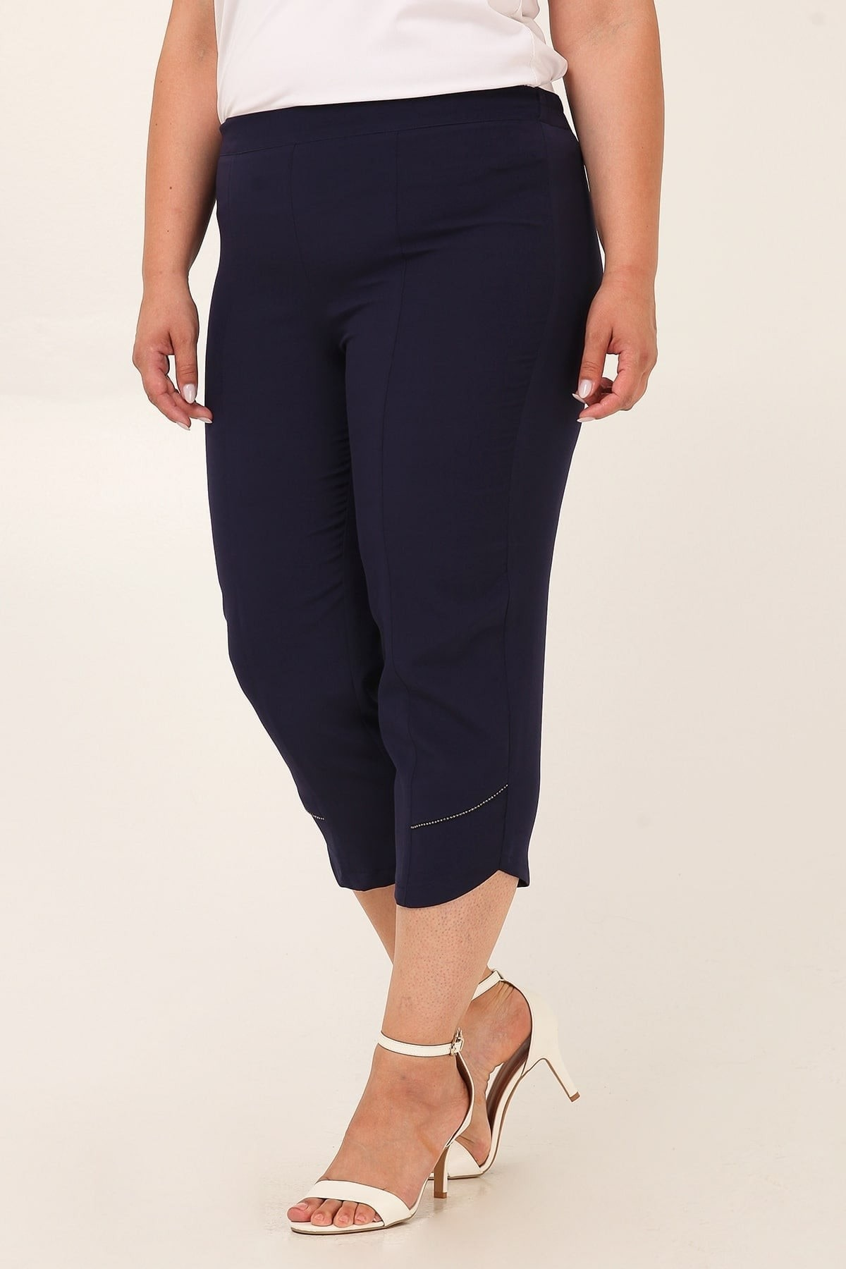 Crepe capri trousers with studs