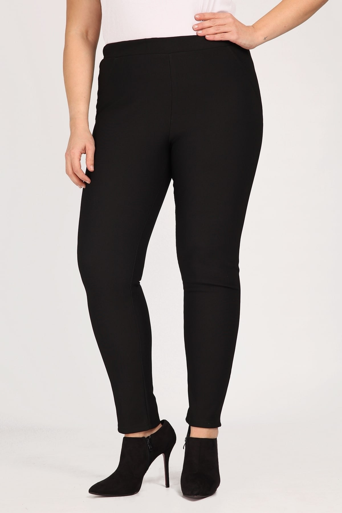 Zersey trousers in straight-cut line