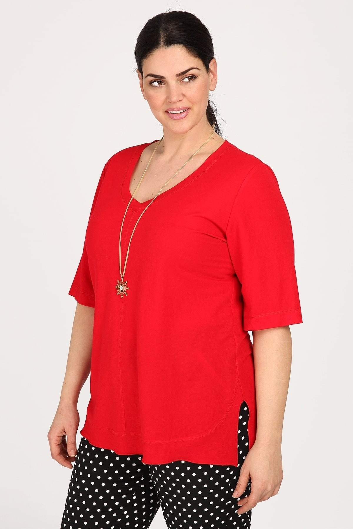 Asymetrical blouse with necklace