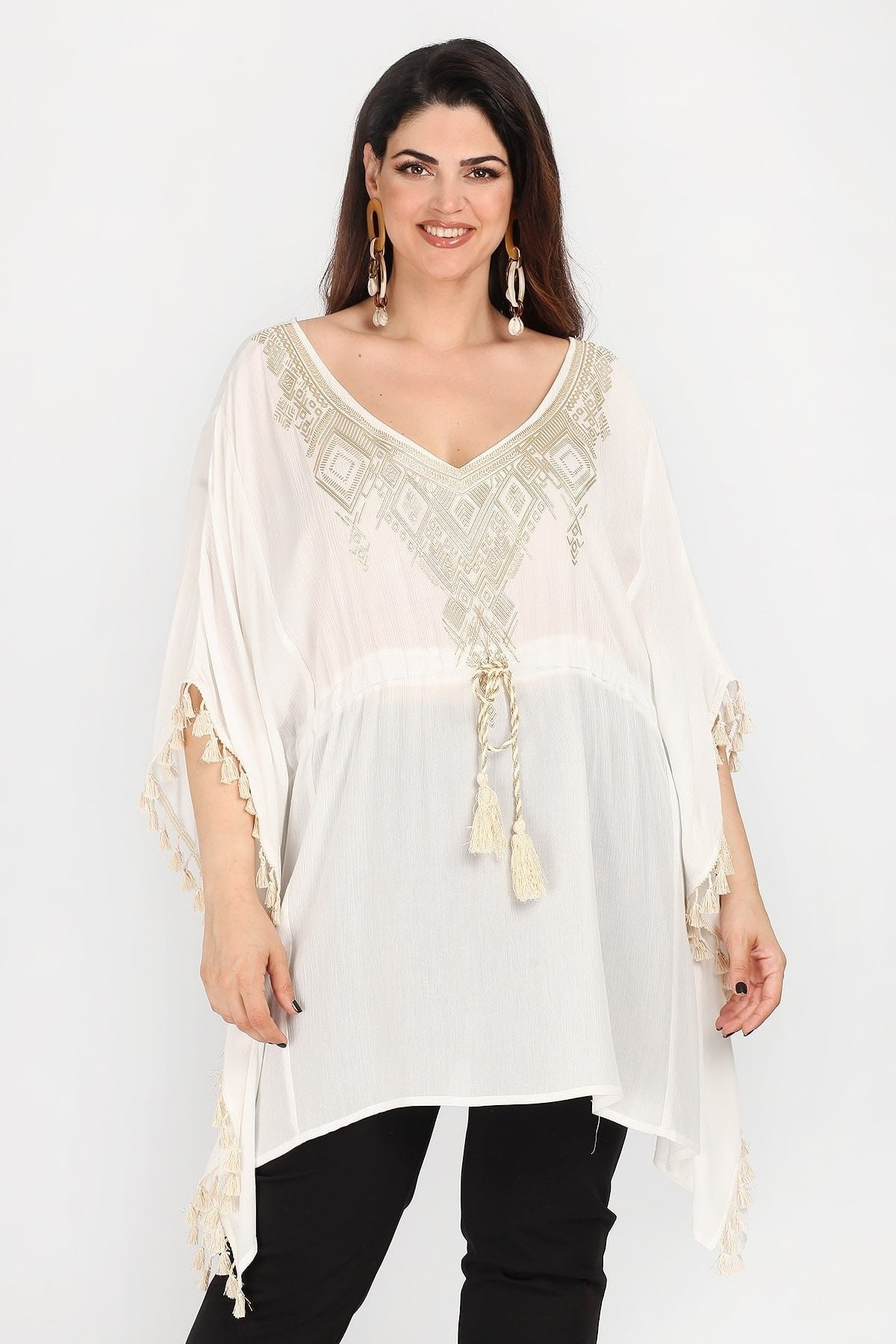 Kaftan with embroidery in V