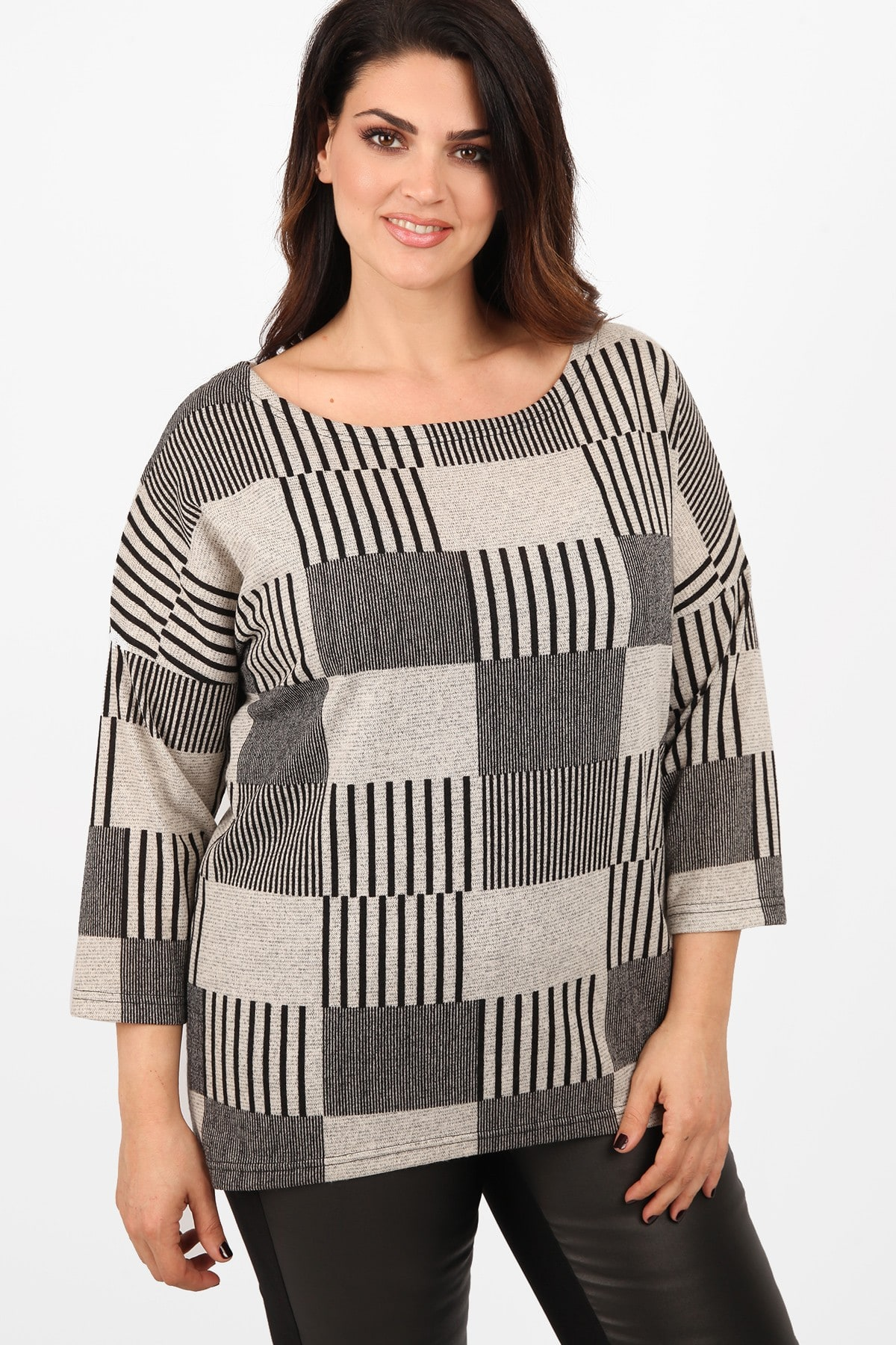 Knit blouse with geometrical patterns
