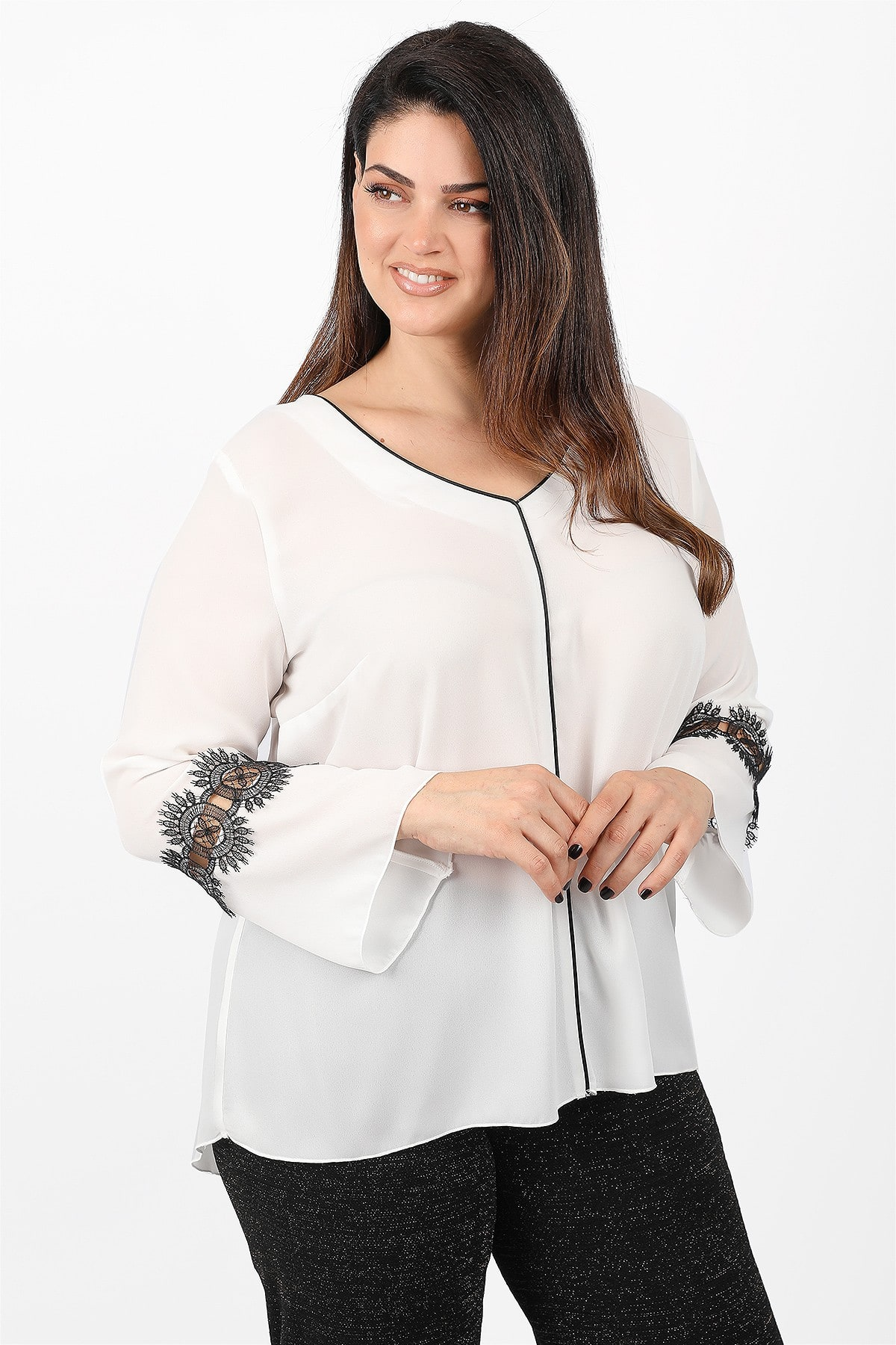 Blouse from georgette with lace on the sleeve