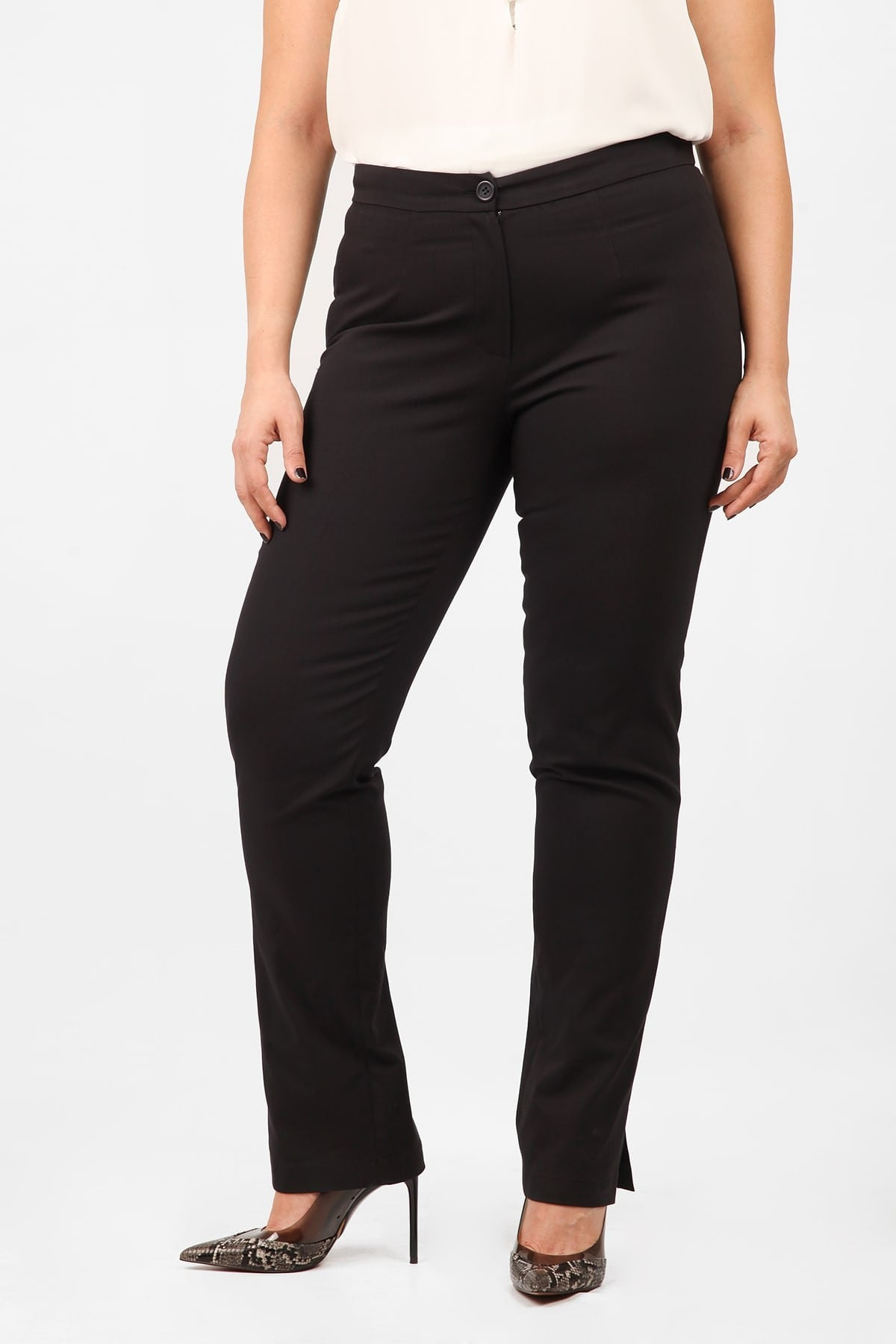 Trousers in straight line from gabardine