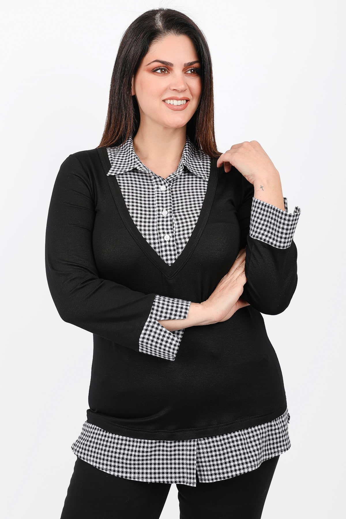 Blouse with plaid shirt hem