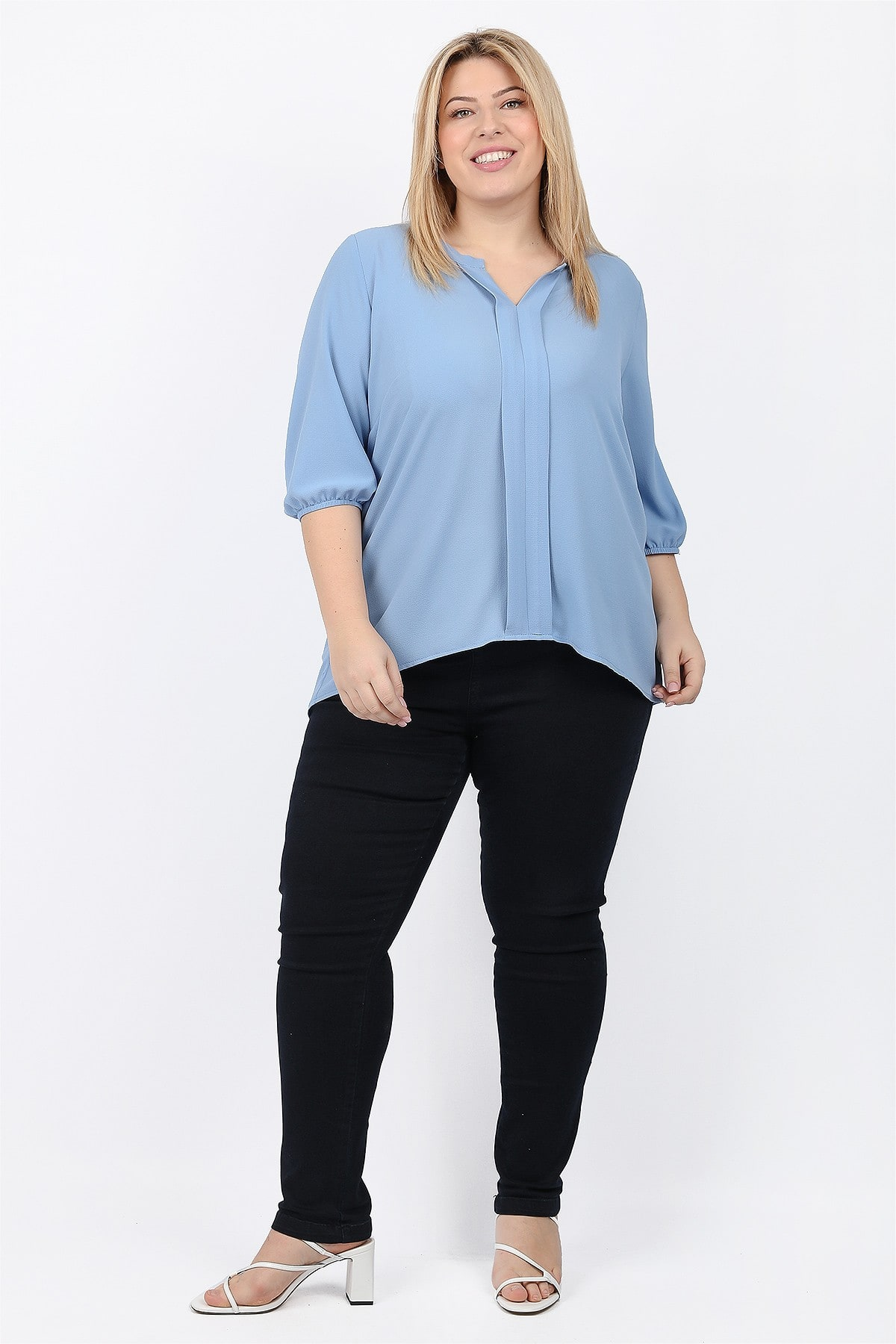 Shirtblouse with double vertical pleat at the front