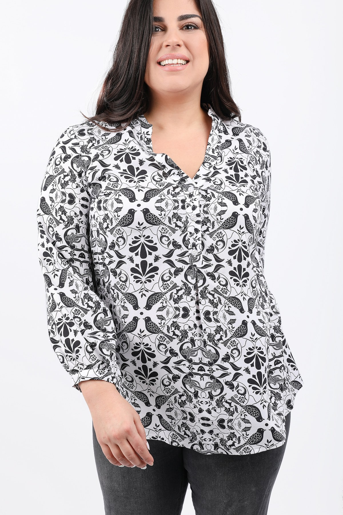 Printed shirtblouse with buttons on the V