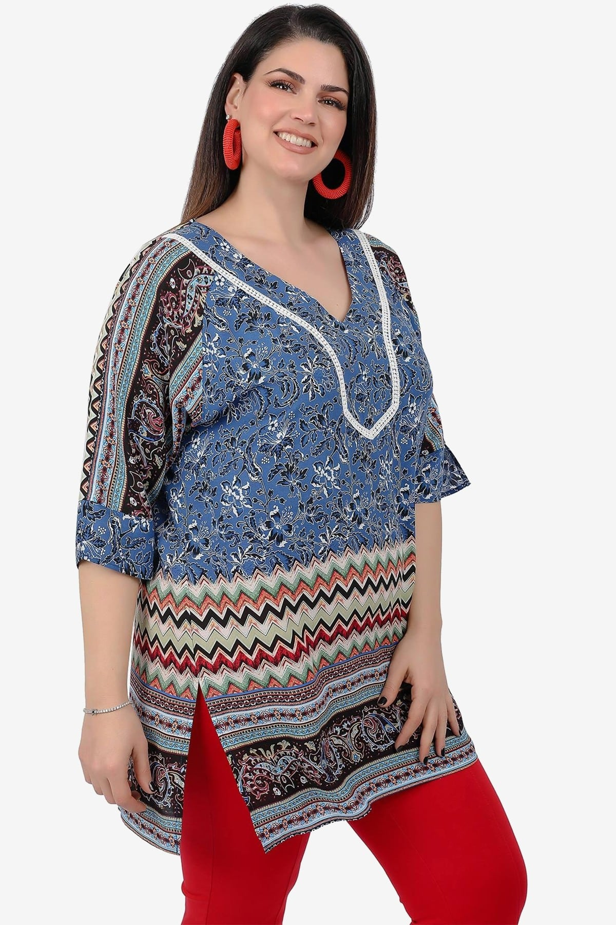 Ethnic tunic with embroidery on the V