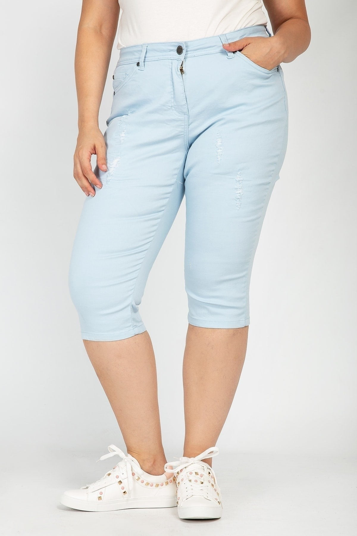 Cotton bermuda shorts with distressed details