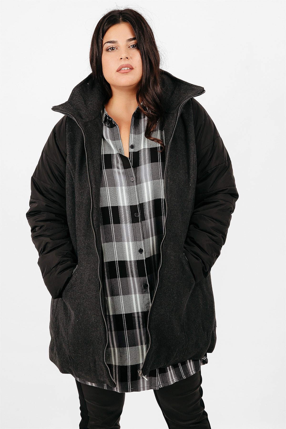Coat with quilted sleeves