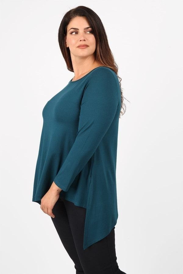 Basic asymetrical top with pointy hem