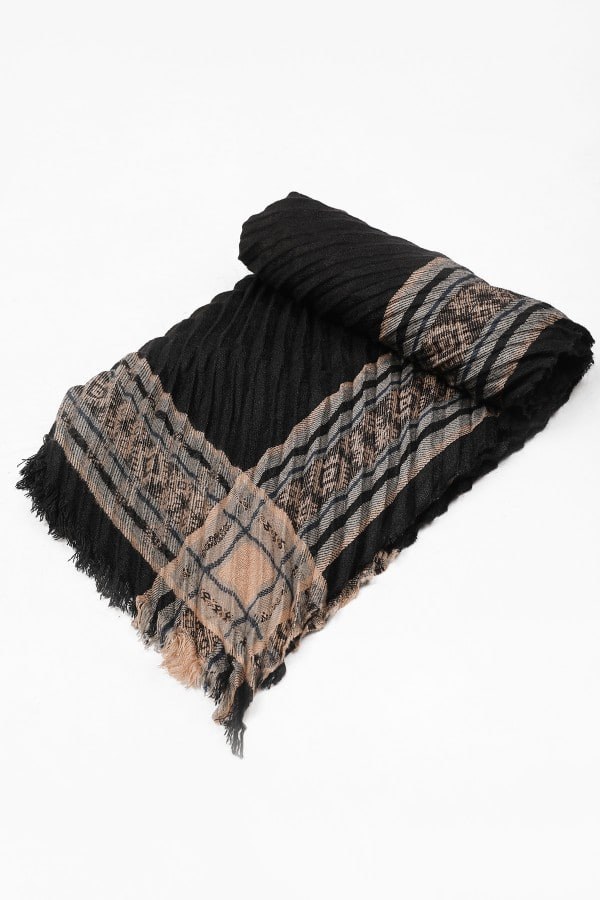 Pleated scarf with patterns