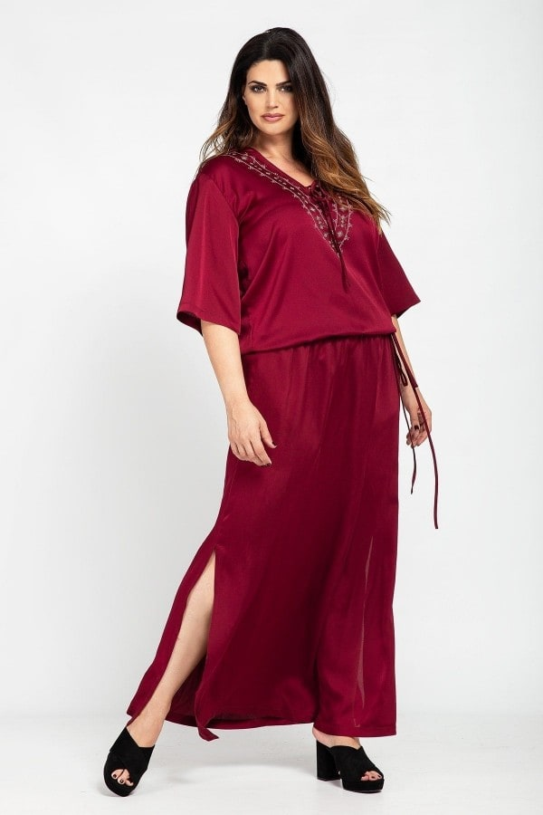 Maxi evening dress with string belt and metallic print on the neck