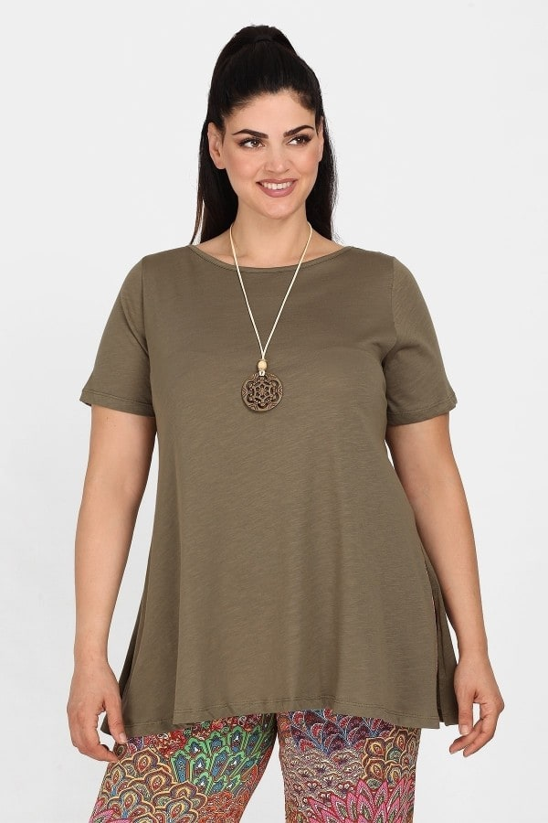 Blouse with skater hem and pendant