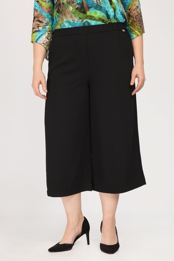 Cropped trousers in crepe