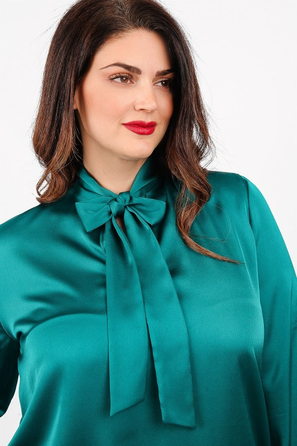 Shirtblouse from sateen with tie on the V