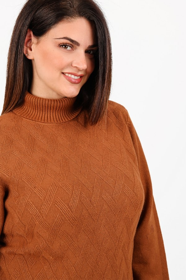 oft knit turtle neck jumper with braids pattern