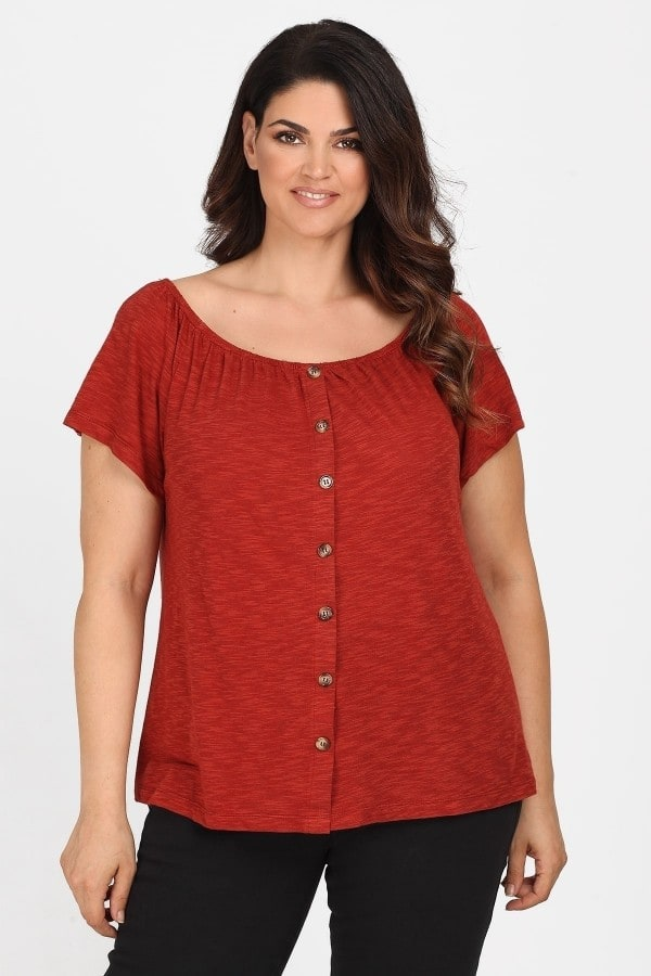 Shortsleeved top adorned with buttons