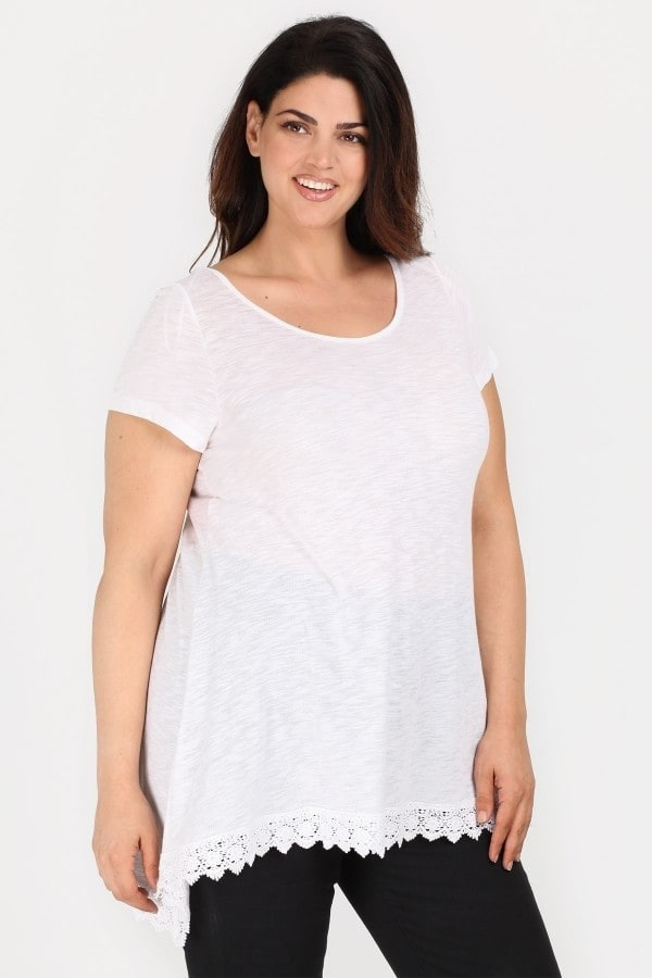 Longline shortsleeved top with lace hem