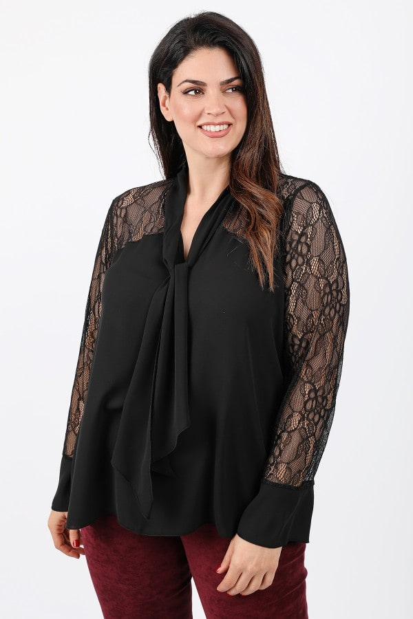 Blouse with georgette and lace details