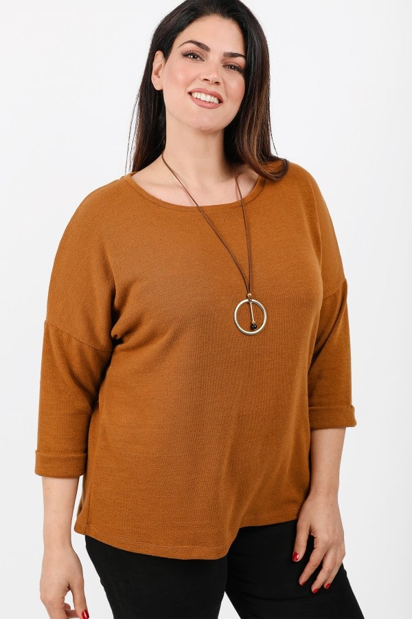 Knit blouse with turn-up sleeves and pendant