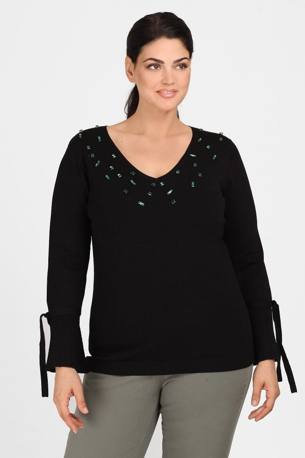 Knit blouse adorned with stones on V