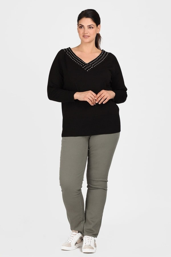 Knit blouse with V neck and studs