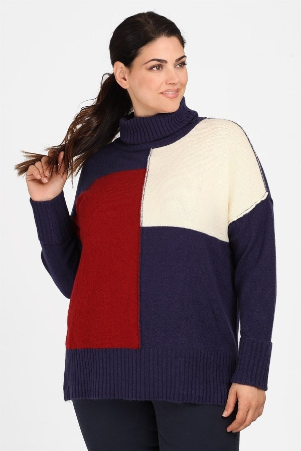 Turtle neck soft sweater in colorblock pattern