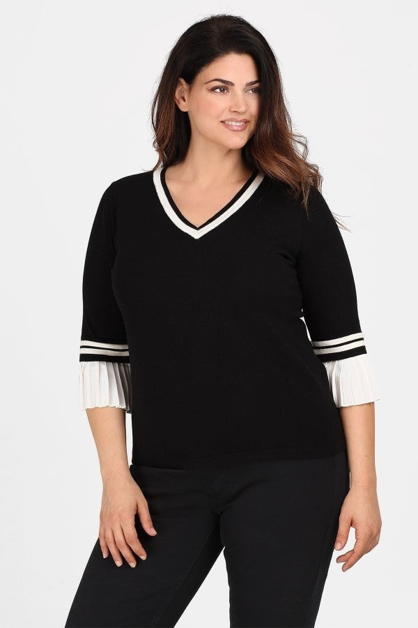 Knit blouse with pleated sleeves