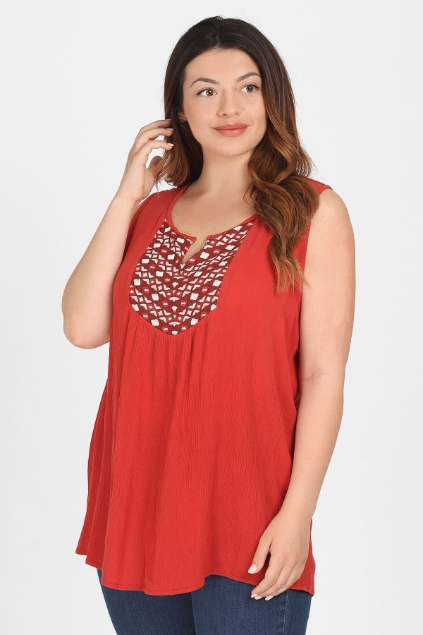 Blouse with embroidery and shirring shoulders