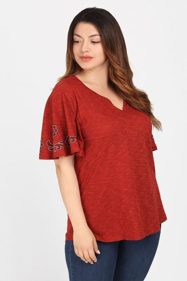 Top with lare and embroidery sleeves