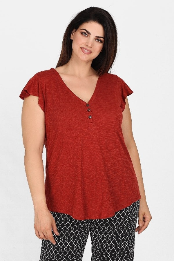 Blouse with buttons and cap sleeves